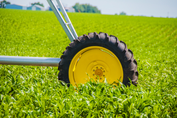 Continuously moving pivot irrigation systems | Easy to maintain irrigation equipment